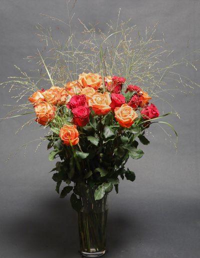 blumenstrauss-rosen-beerdigung-tischdekoration-blumenhalle-boehme