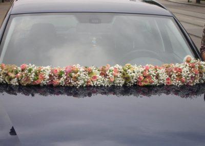 blumendeko-auto-fahrzeugblumenschmuck-fahrzeugdeko-blumengirlande-hochzeit