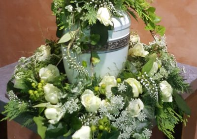 blumengesteck-trauergesteck-beerdigung-urnenschmuck-blumenhalle-boehme-tolkewitz