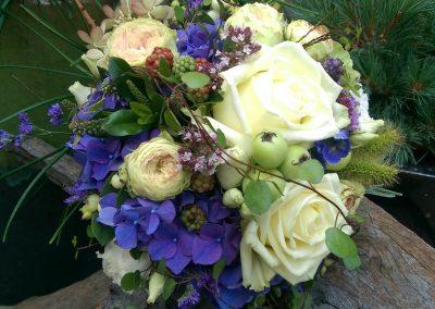 hochzeitstrauss-blumenstrauss-hochzeitsblumen-hochzeitsfest-blumengeschaeft-boehme