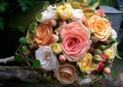 hochzeitstrauss-blumenstrauss-hochzeitsblumen-hochzeitsfest-blumenhalle-boehme