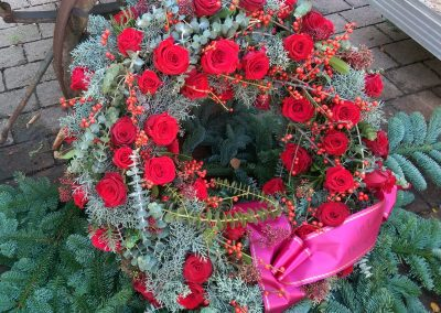 trauerkranz-rot-rosen-mit-schleife-friedhof-tolkewitz-blumengeschaeft-boehme