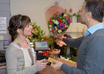 Blumenhalle-Boehme-Blumengeschaeft-Dresden-Ost-Tolkewitz-Job-Mitarbeiterin-Floristin-stellt-ein