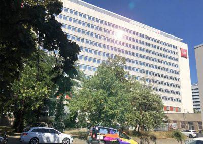 Sonnnenschutzfolie-Blendschutzfolie-Hotel-ibis-Prager-Strasse-wegaswerbung